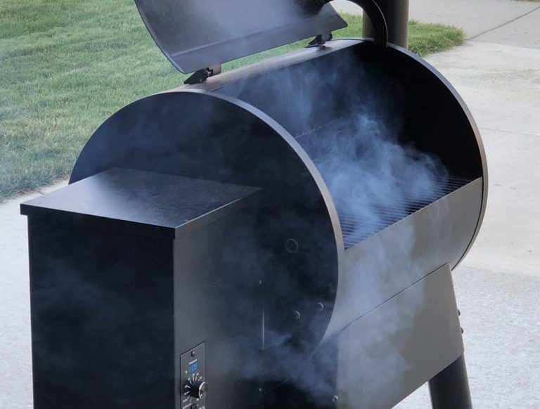 Traeger Pellet Grill For Smoking Pork Ribs On Memorial Day Weekend #FoodIdeas #GrillingIdeas